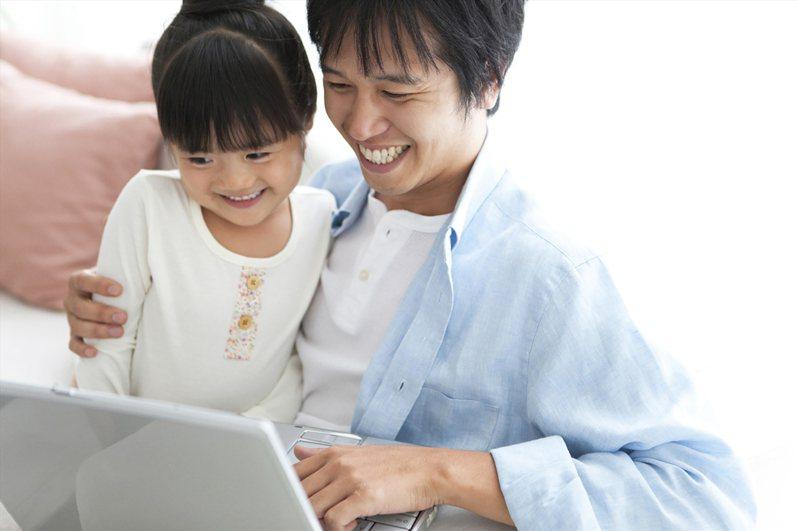 新手準爸爸、學業期爸爸及空巢期爸爸,面對人生三階段,三族群父親都可透過保險提供全家人保障。圖/全球人壽提供