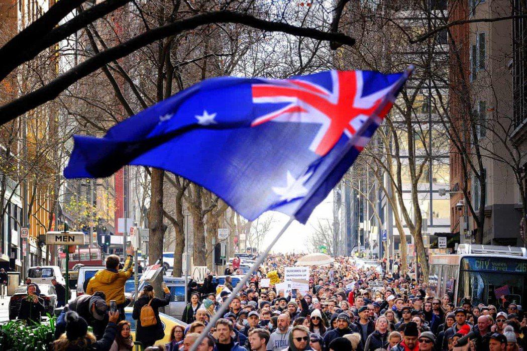 一個總部位於德國的陰謀集團幫助推動澳洲各地一系列反防疫封鎖的抗議活動,在與警方發...