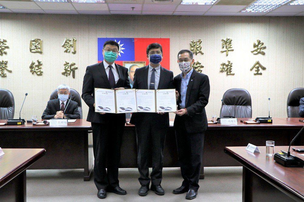 台鐵攜手工研院、高科大、北科大簽署合作意向書,加速推動國產化,提升技術自主能力。...