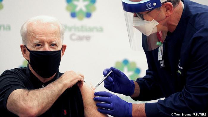 美國總統拜登去年12月21日還是總統當選人的時候,就接種第一劑輝瑞/BNT疫苗,今年1月接種第二劑。路透