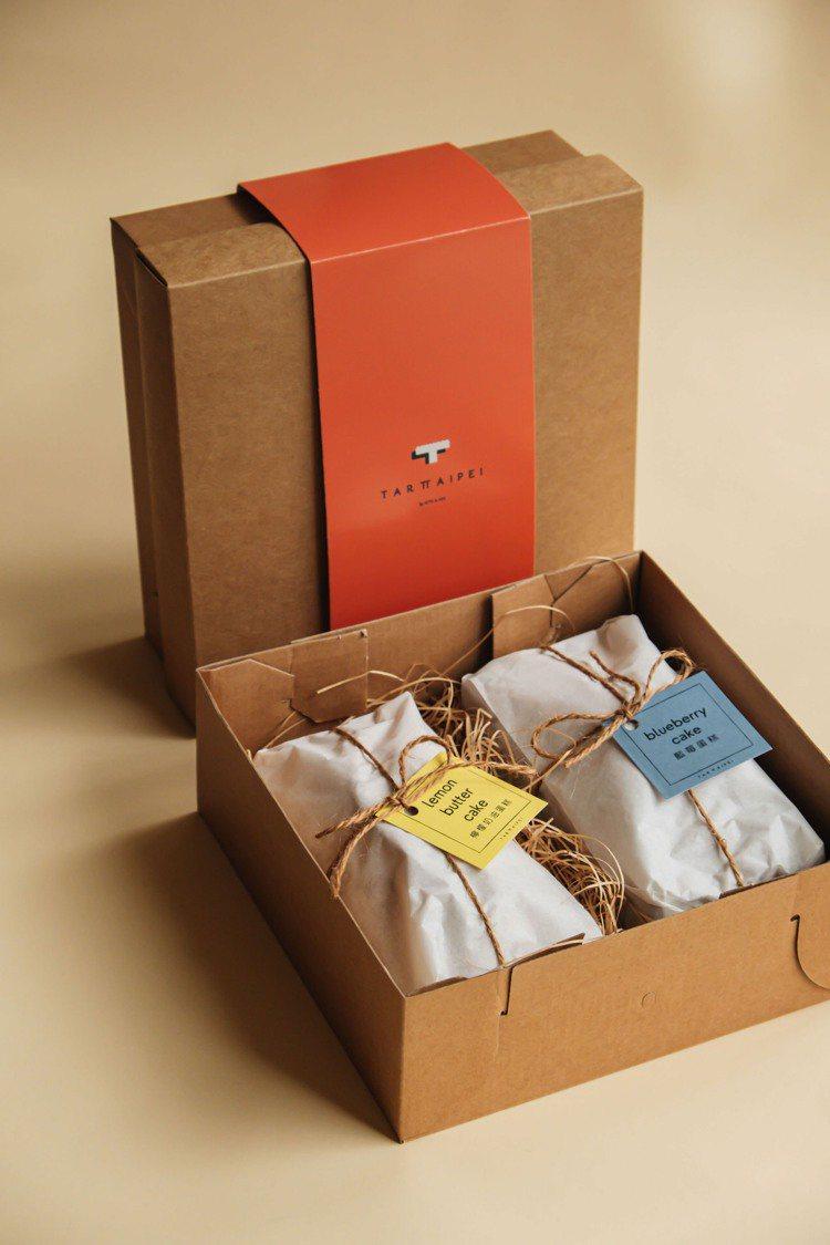 「甜蜜雙饗」禮盒結合檸檬奶油及藍莓兩款磅蛋糕。圖/TART TAIPEI提供。