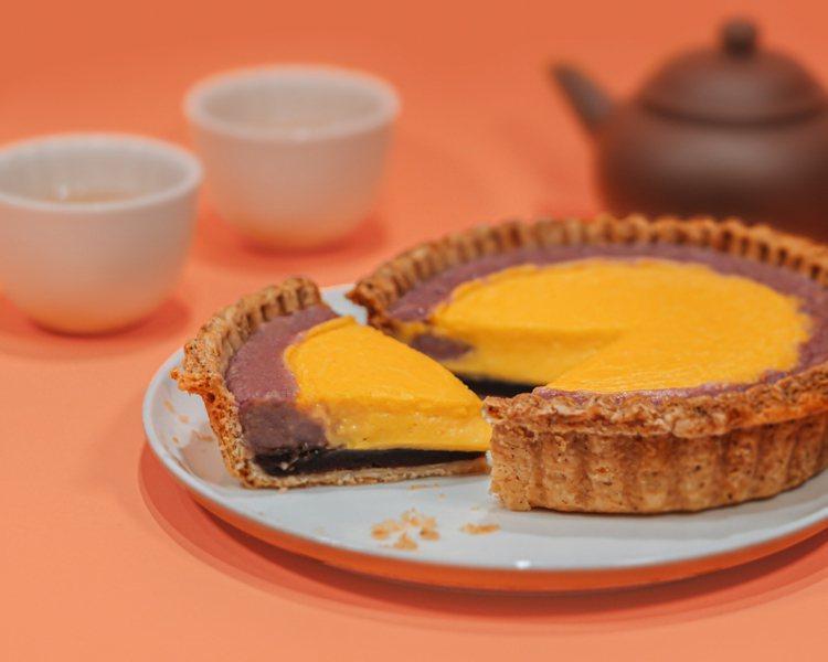 「芋見皓月」五吋芋泥鹹蛋黃豆沙塔,適合全家分享。圖/TART TAIPEI提供。