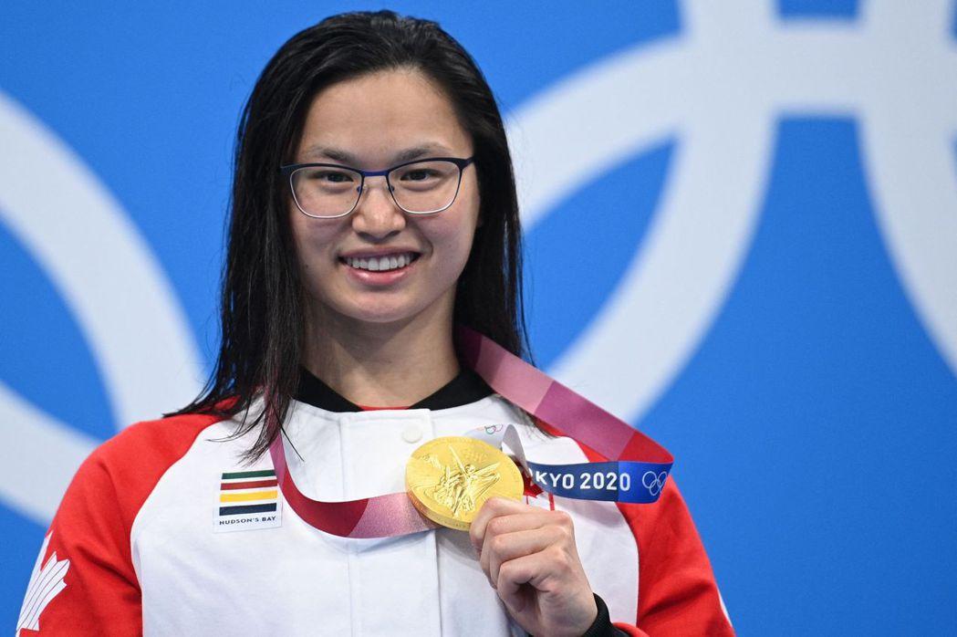 加拿大游泳好手 Margaret Macneil拿下女子100蝶式金牌。法新社