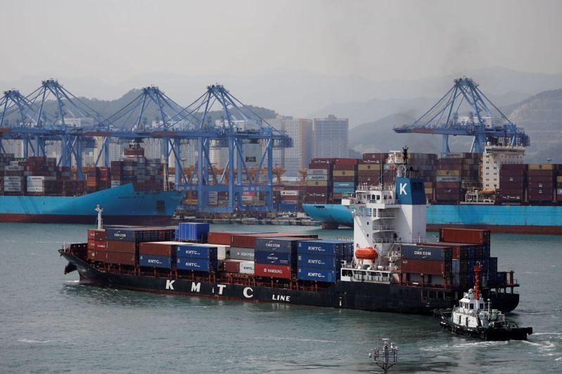 路透報導,五年後,商船可能欠缺水手,除非採取行動趕緊增加人手,否則可能對全球供應鏈構成新的風險。路透