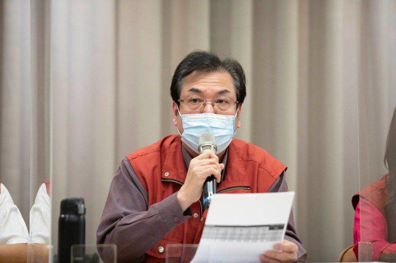 新北市副市長劉和然說明停打4天疫苗的原因,並解釋新北疫苗施打期程與相關規畫。圖/新北新聞局提供