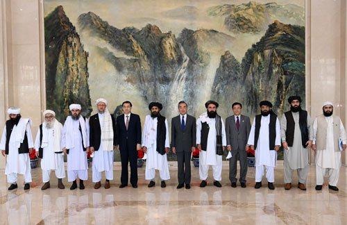 大陸國務委員兼外長王毅28日在天津會見到訪的阿富汗塔利班政治委員會負責人巴拉達爾...