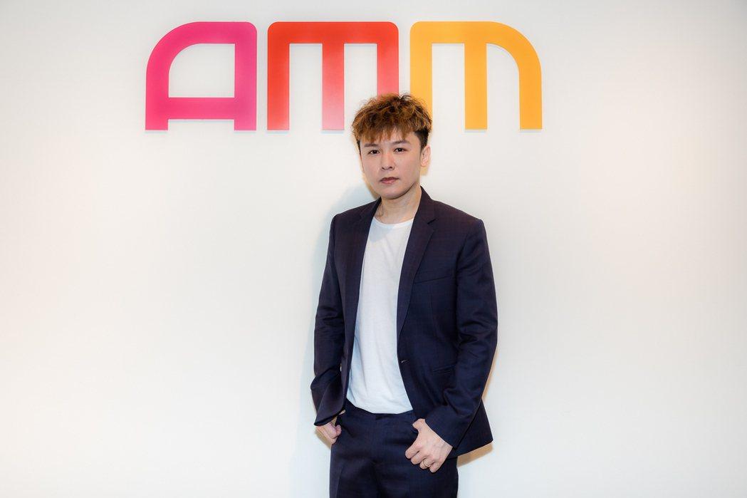 90年代男團「Postm2n」出身的金志遙出道25年,受邀擔任新型態娛樂OTT平...
