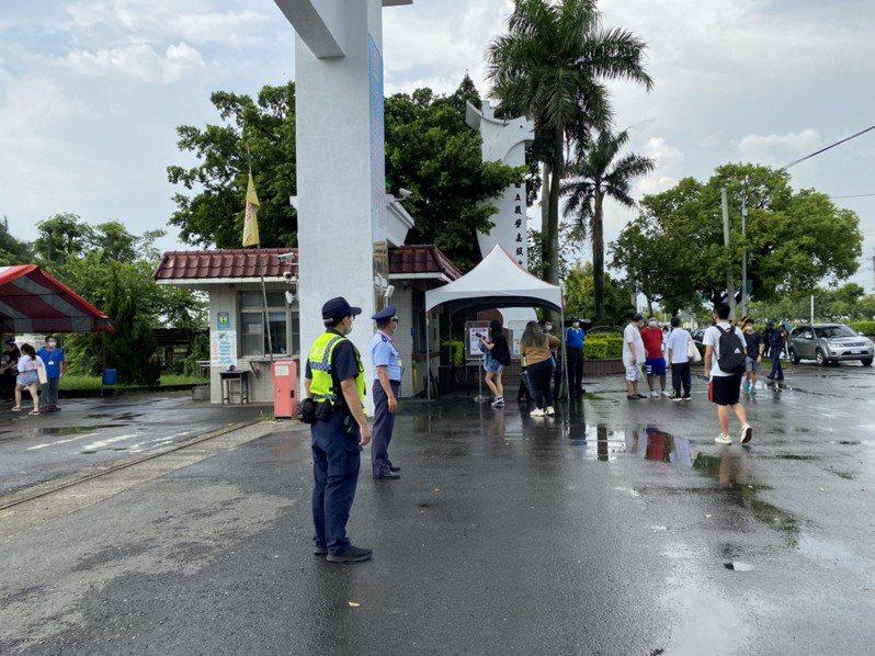 大學指考今登場,台南市二考區20多年來試場首度由國立新營高中移至後壁高中,引起熱議。圖/警方提供