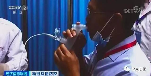 由軍事科學院研究員陳薇團隊研製的霧化吸入式新冠疫苗,僅需使用五分之一劑肌肉注射用...