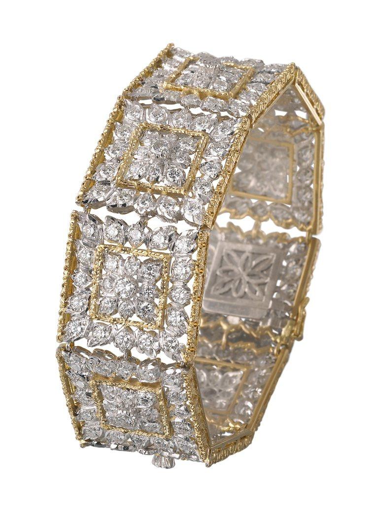 結合黃金金雕與鑽石鑲嵌的高級珠寶手鐲,帶來宛如古羅馬建築的古典感,價格店洽。圖 ...