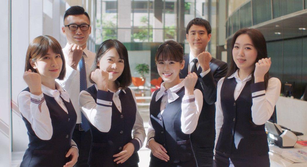 捧金飯碗機會來了,華南銀行預計於8月上旬公告徵才,8月18日開放報名,可密切關注...