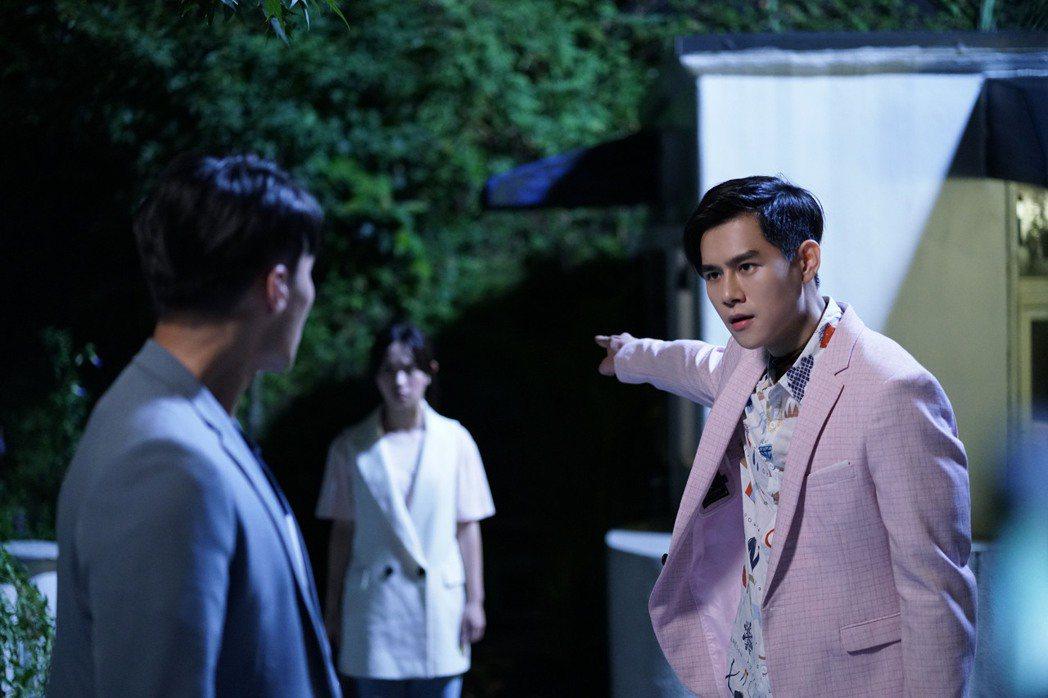 李齊(右)在劇中擔心張睿家有生命危險,不顧一切要帶他回到妖異界。圖/七十六号原子...