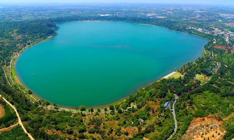 大陸乃至世界上保存最完好的火山口湖:湖光岩瑪珥湖。圖/本報廣東湛江傳真