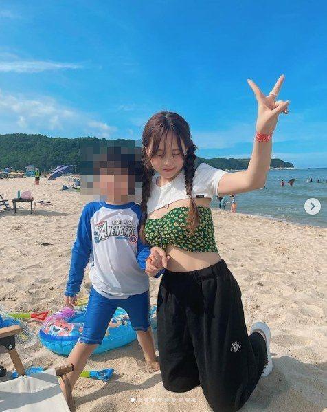 洪瑛琦長相童顏、身材嬌小,但她其實已為人母。圖/摘自IG