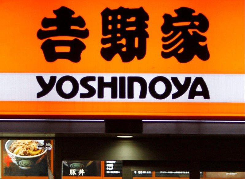 東奧商機延燒,吉野家、必勝客等提供外帶服務業者,以及日本代表隊服飾贊助商亞瑟士,這些業者最近業績都大幅攀升。(路透)