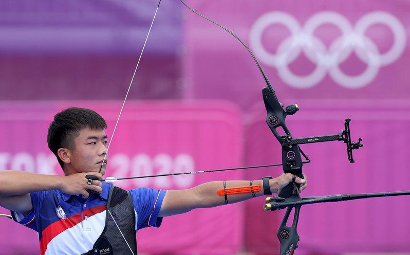 鄧宇成射箭個人賽關鍵第5局最後一箭失守,以4:6落敗。  特派記者余承翰/東京攝影