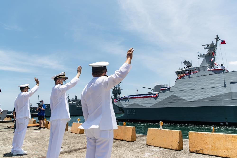 圖為國造海軍高效能艦艇後續艦首艦「塔江軍艦」於7月27日舉行交艦典禮。 圖片/軍聞社
