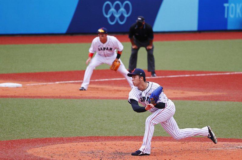 日本隊投手青柳晃洋被多明尼加的左打們狙擊攻下兩分,讓日本隊一時陷入落後局面。 路透通訊社