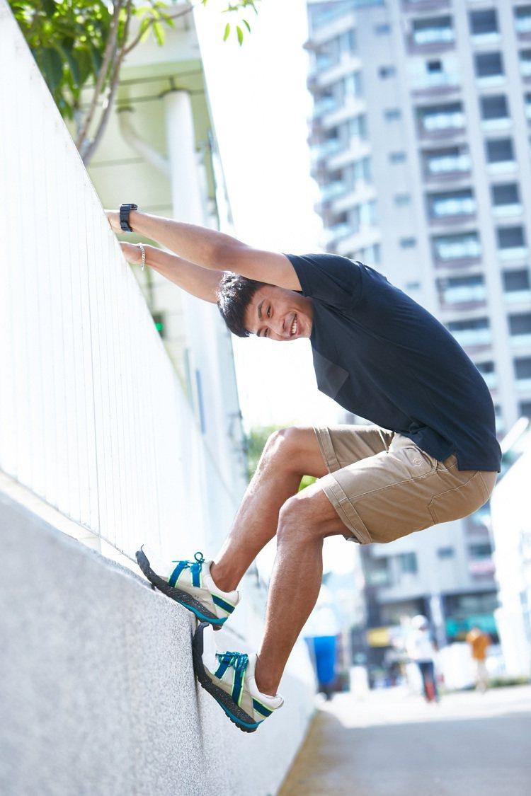 楊勇緯於2019年幫UNDER ARMOUR拍攝的鞋款形象照,再度被網友關注。圖...