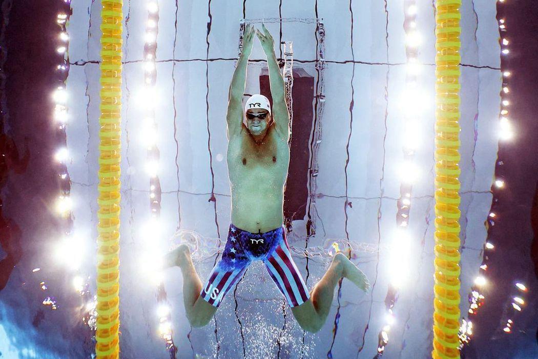 從水底拍攝泳將選手的英姿。圖/摘自2020東京奧運官方IG