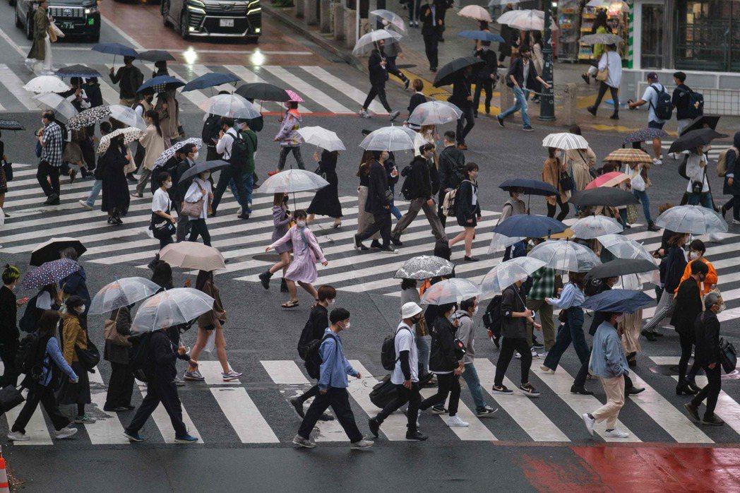 日本極為注重隱私權,在沒有自殺或犯罪疑慮的情況下,即使是家人都無法尋求警方協助,失蹤者還可以在不被標註位置的情況下自由提款。 圖/法新社