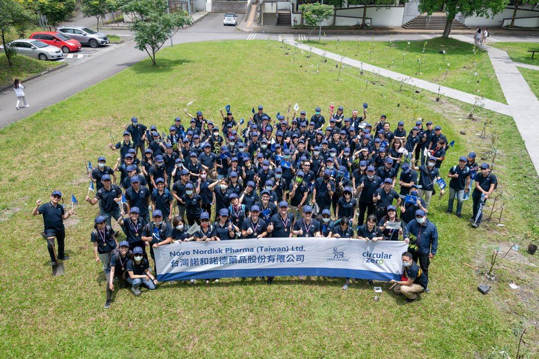 台灣諾和諾德首次員工社會責任日,在宜蘭耕莘護校種下百棵樹苗。