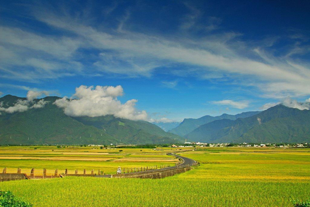 記憶中,台東是最壯闊的長濱海天一色、池上關山一年四季的稻海風光。 圖/台東縣政府提供
