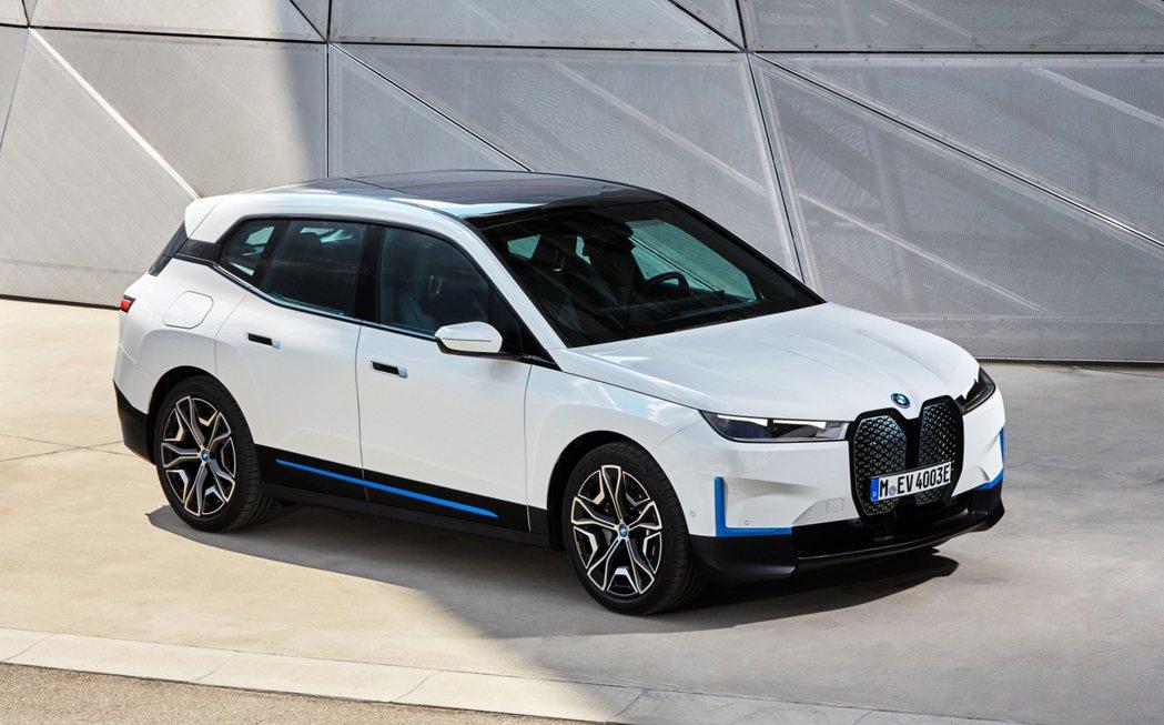 BMW總代理汎德針對全新BMW iX導入iX xDrive40與iX xDriv...