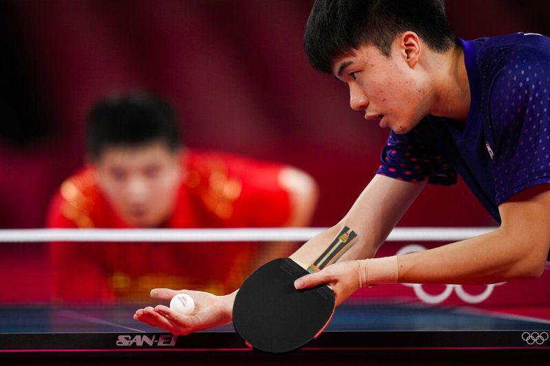 林昀儒在男單桌球四強賽惜敗給大魔王樊振東,無緣金牌戰! 美聯社