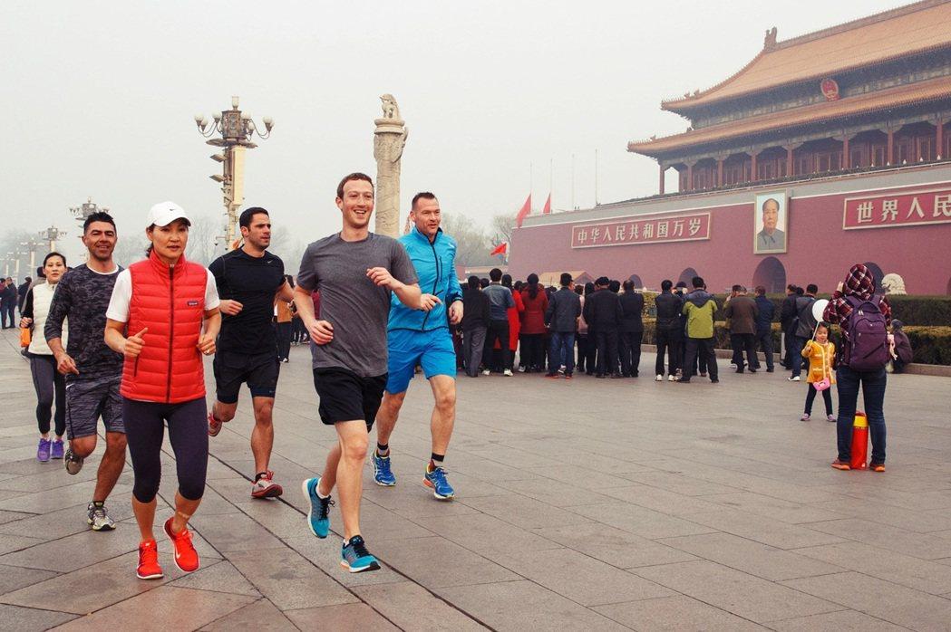 2016年3月,祖克柏在個人FB上貼出一張在北京慢跑的照片,引發各種議論。當時祖...