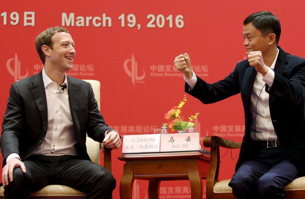2016年祖克柏訪問北京,與馬雲對談(也就是當時在北京慢跑的中國之旅行程) 圖/...
