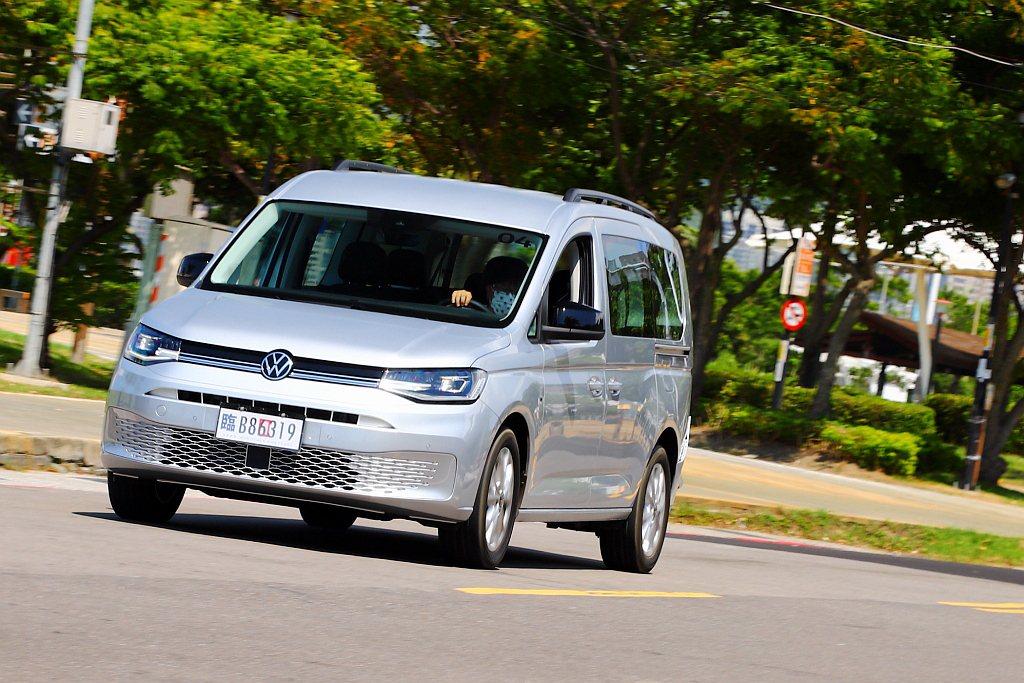 作動更細膩、駕乘感更舒適的ACC主動式車距調節巡航系統,搭配Lane Assis...