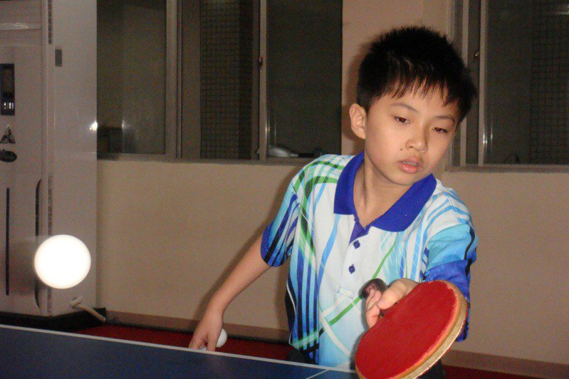 2012年,宜蘭國小5年級學生林昀儒入選少年桌球國手,代表台灣赴日參賽。報系資料照/記者羅建旺攝影