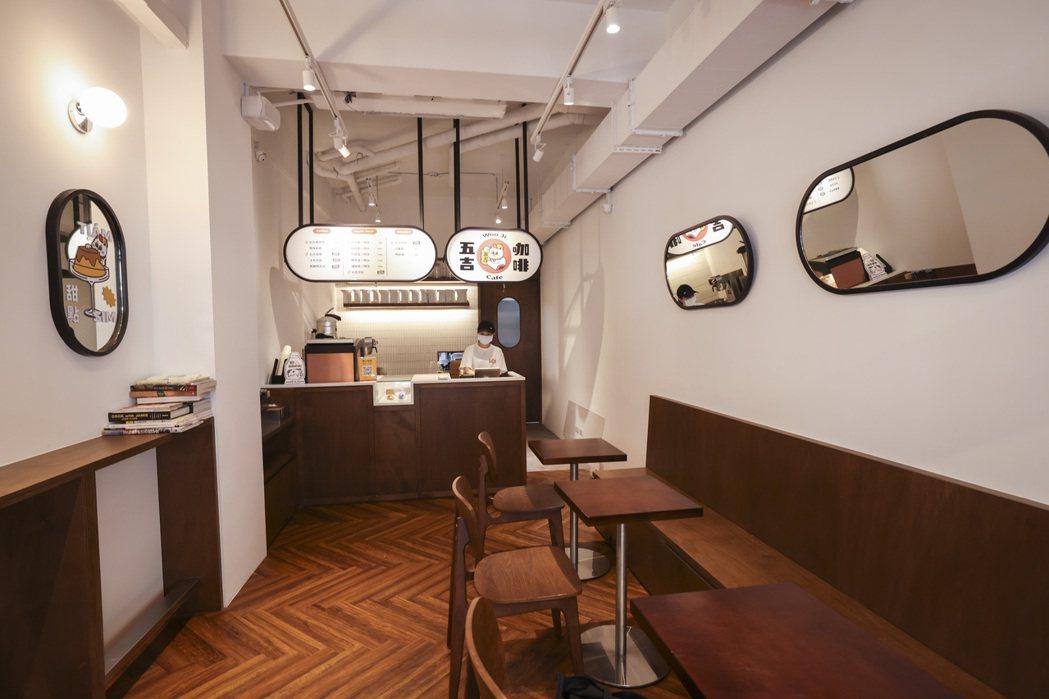 張文哲始終不想放掉這間「起家厝」,在公司營運趨於成熟之際,便創立五吉咖啡,他定位...