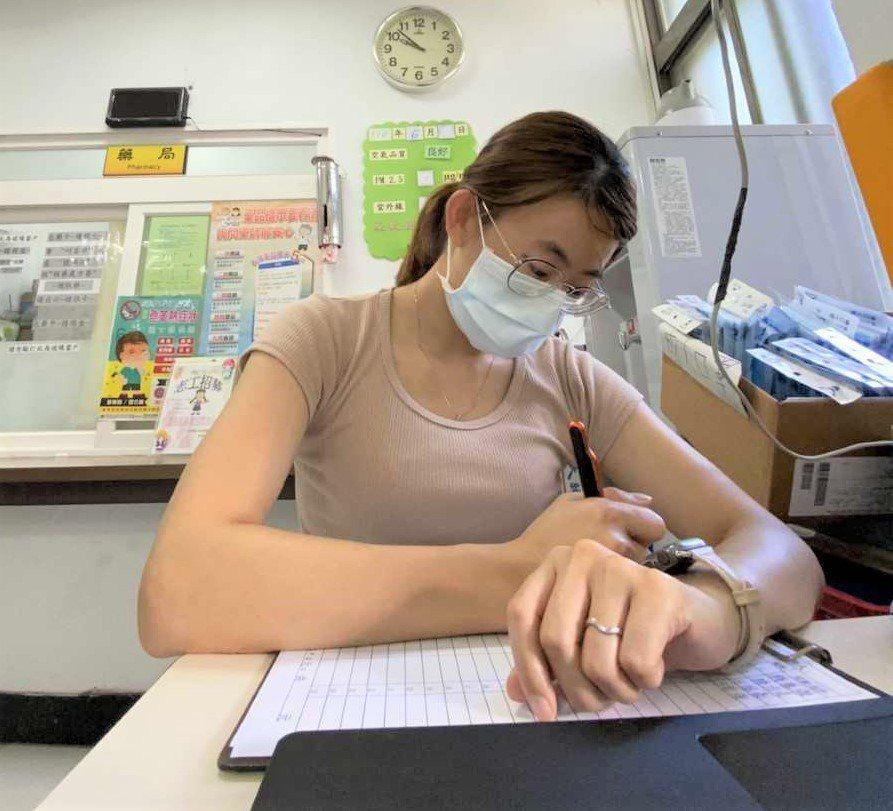 藍姷淇透過安心即時上工至鄉衛生所從事行政工作,近期已開始新工作,她表示這計畫對自...