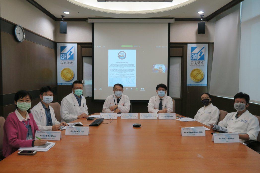 義大醫院透過視訊,向全球分享國際醫學教育及國際義診經驗。 義大醫院/提供