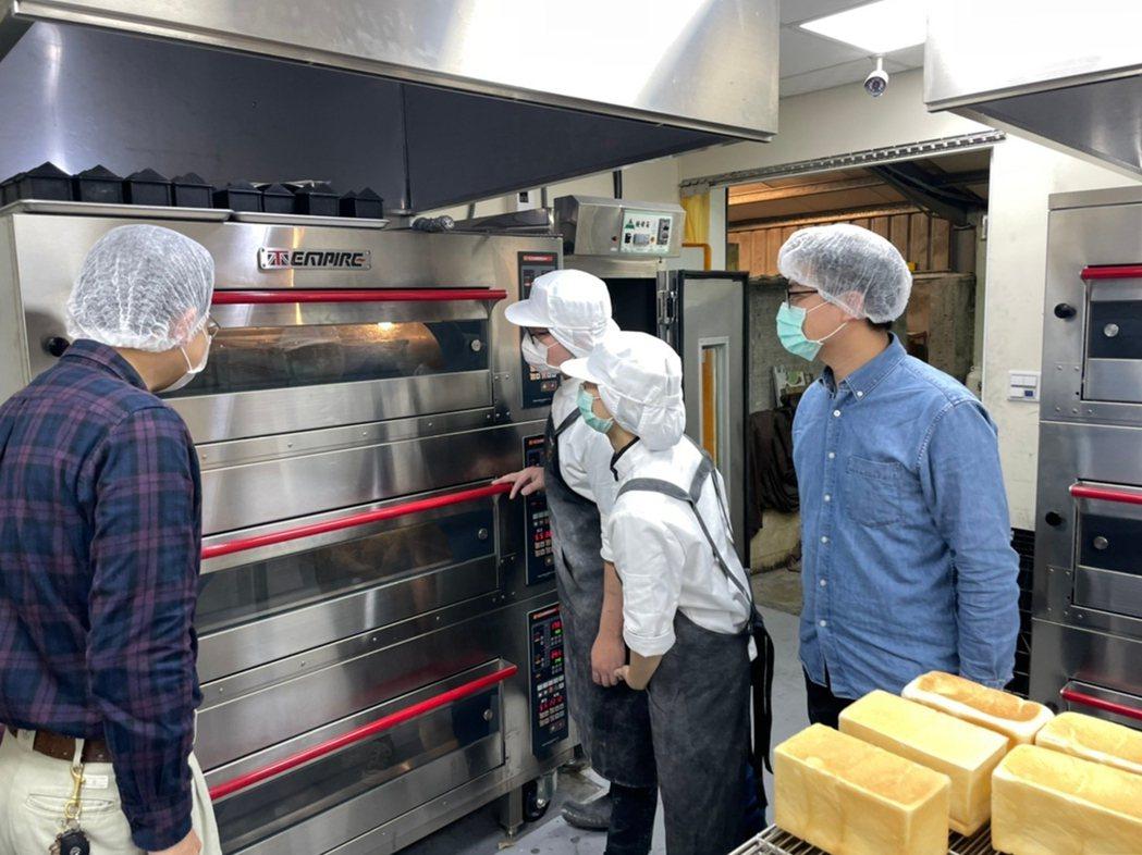 弘光科大與知名巧克力工房合作產業學院,學生短期實習。