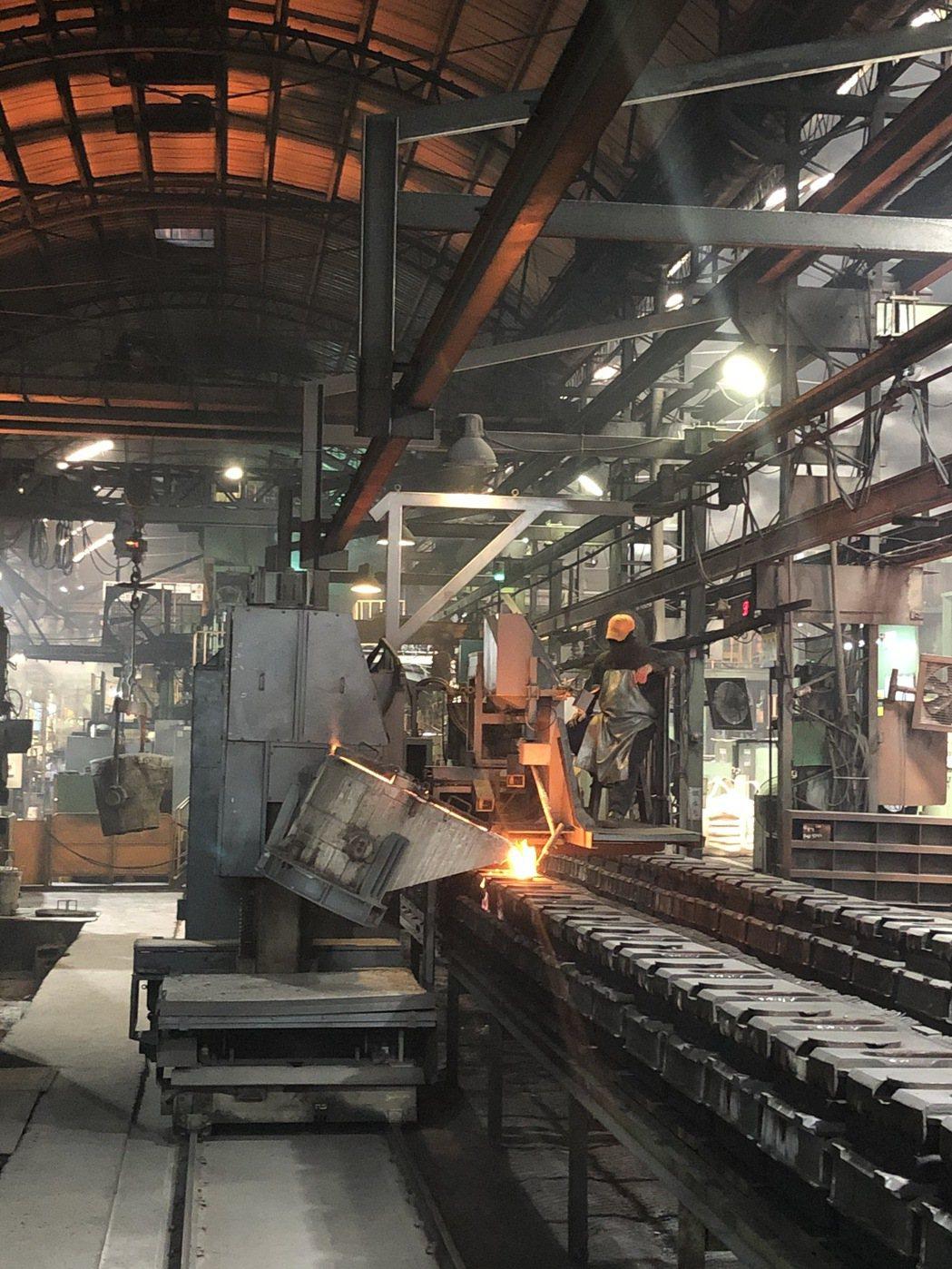 嘉鋼自動澆注製程。 嘉鋼/提供