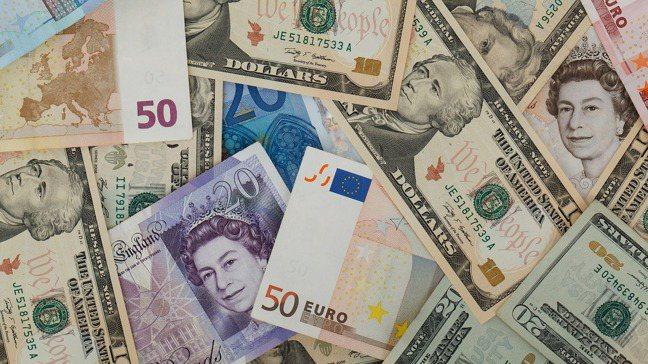 究竟投資境外基金時,該選哪一種計價幣別才對呢?圖/pixabay
