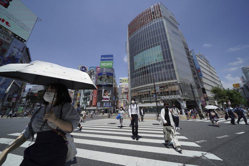 日本放送協會(NHK)統計,日本全境今天新增COVID-19(2019冠狀病毒疾病)確診1萬699例,是首度單日新增破萬例,創新高紀錄。 美聯社