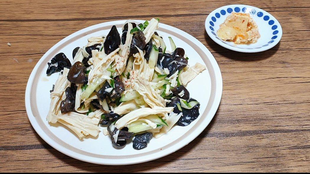 豆腐乳獨特的風味靠的是長時間發酵累積而成,腐竹則是透過乾燥加持了豆香,兩種豆製品結合的美味希望你也會喜歡。