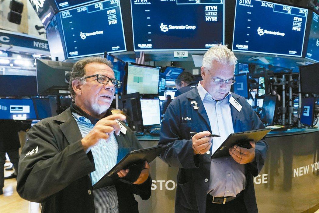 美股進入超級財報周,多數企業業績表現佳,法人看好股市表現依然有望正報酬,建議可長...