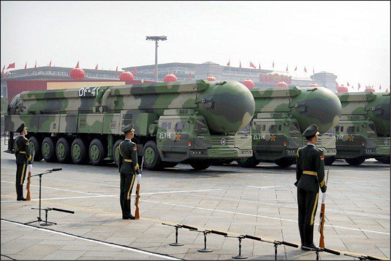 美國詹姆士.馬丁禁止核武擴散研究中心主任路易斯(Jeffrey Lewis)指,甘肅省玉門的發射窖可能是為東風-41洲際彈道飛彈所設計的。美聯社