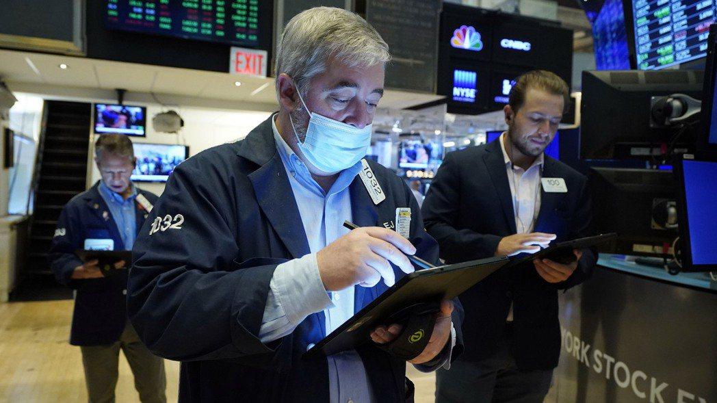 美股三大指數28日以小跌或小漲作收。美聯社