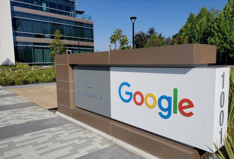 新冠肺炎趨緩,許多企業逐漸恢復正常上班,而科技巨頭Google和Facebook28日表示,將要求美國員工在返回公司辦公室之前「接種新冠病毒疫苗」。路透