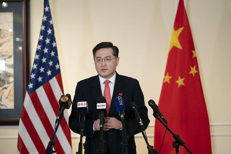 大陸新任駐美大使秦剛於美東時間28日晚間抵達華盛頓後,向媒體發表就任後第一次公開...