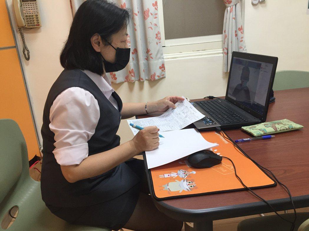 疫情下,台中市政府勞工局為協助畢業生與就業市場接軌,將舉辦「視訊徵才2.0」。圖...