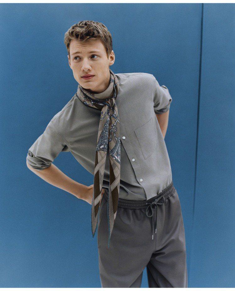 秋冬少不了的圍巾系列,同樣也是大玩材質混搭。圖/愛馬仕提供