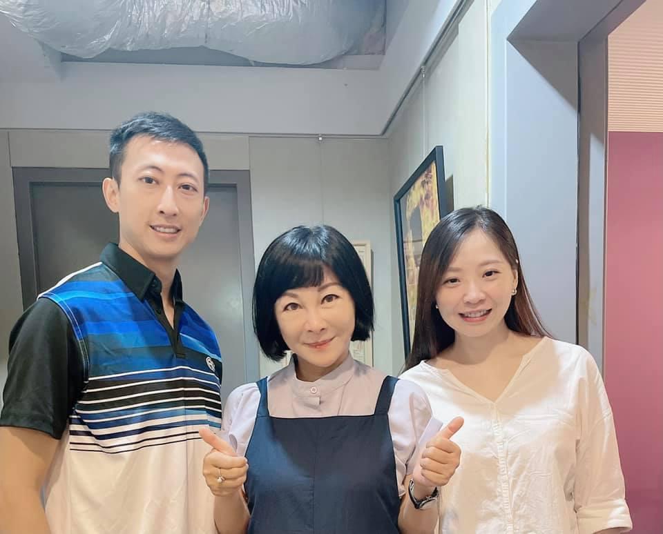朱木炎(左)和老婆一起上吳淡如(中)的Podcast節目。圖/摘自臉書