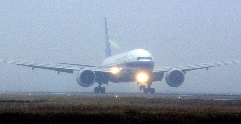 徐章國當年獲釋,搭乘南方航空班機從南寧起飛後仍是惴惴不安,害怕飛機又調頭回南寧,直到降落台灣,才真正知道回家了。圖/中正機場記者聯誼會提供